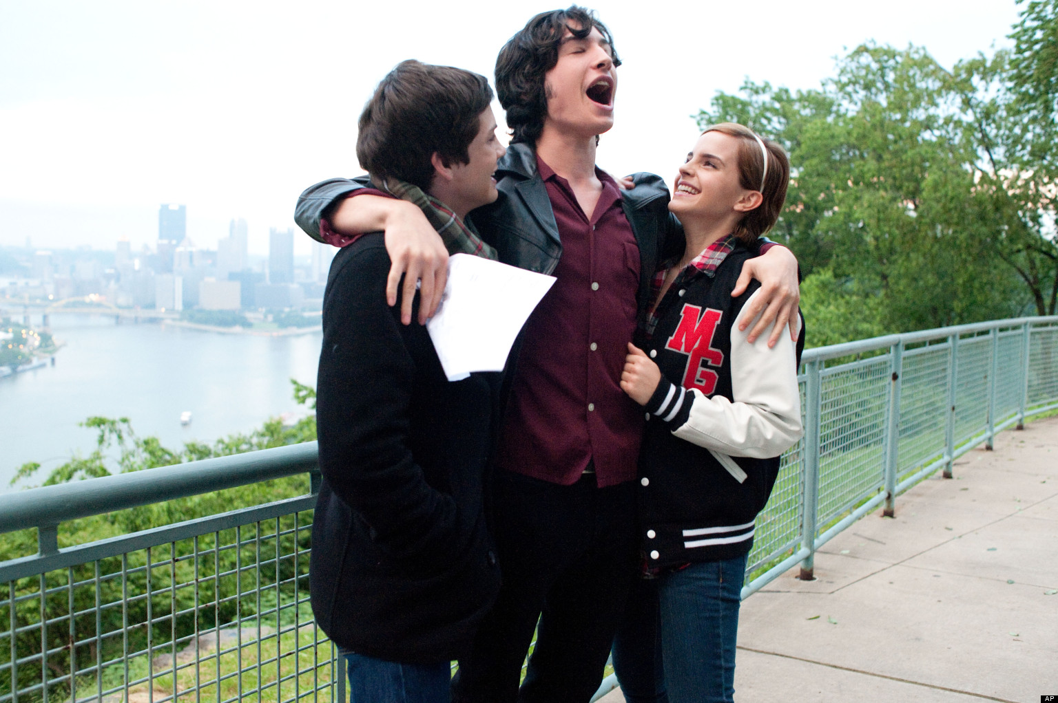 Logan Lerman, Ezra Miller and Emma Watson in una scena di <em>The Perks of Being a Wallflower</em>. Il film è spesso ambientato al liceo. (AP Photo/Summit Entertainment, John Bramley)