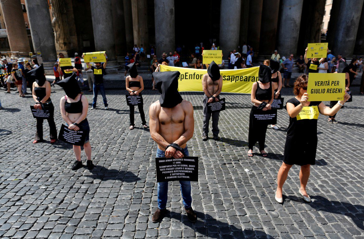 Flash mob di Amnesty International contro le sparizioni forzate in Egitto