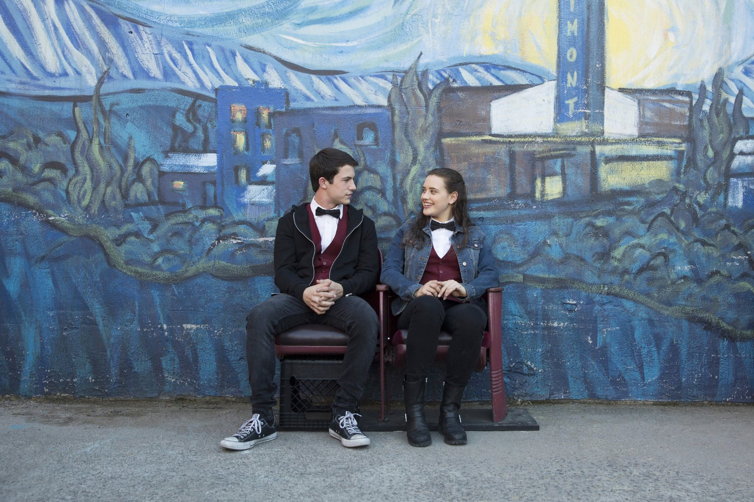 Dylan Minnette e Katherine Langford in 13 reasons why
