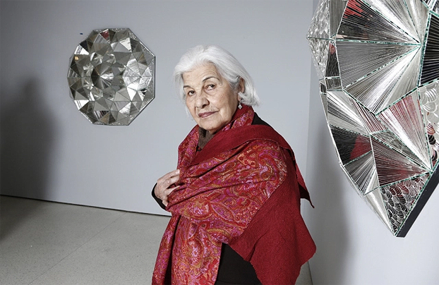 In foto, l'artista iraniana Monir Shahroudy Farmanfarmaian