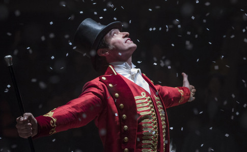 Hugh Jackman nel ruolo di P.T. Barnum in The Greatest Showman (20th Century Fox). Foto di Niko Tavernise