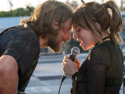 In foto, Bradley Cooper e Lady Gaga in una scena di A Star is Born