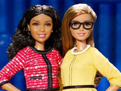 In foto, Barbie Presidente e Barbie Vicepresidente, lanciate da Mattel nel 2016. La prima Barbie Presidente risale al 1992!