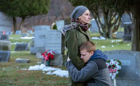 Julia Roberts e Lucas Hedges nel film Ben is Back (Peter Hedges, 2018)