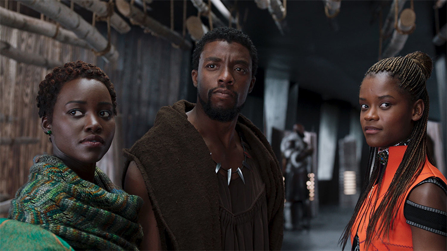 Lupita Nyong'o, Chadwick Boseman e Letitia Wright in Black Panther