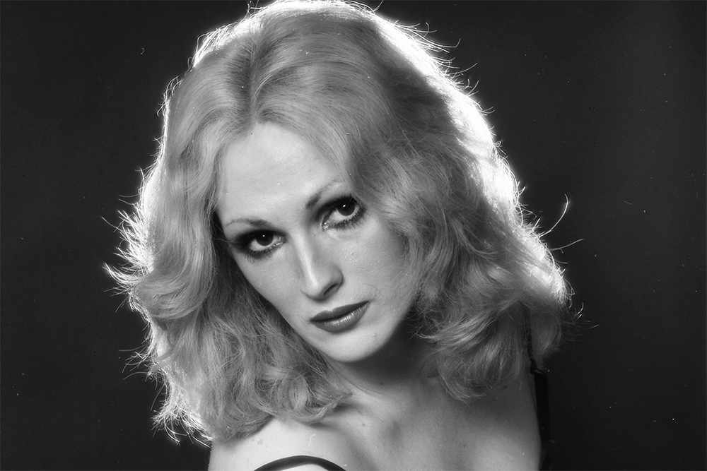 In foto, l'attrice transgender Candy Darling, nota soprattutto per aver recitato in due film diretti da Andy Warhol. Lou Reed dei Velvet Underground le ha dedicato i brani Candy Says e Walk on the Wild Side