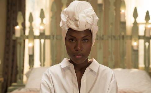 DeWanda Wise nei panni di Nola Darling nella serie She's Gotta Have It