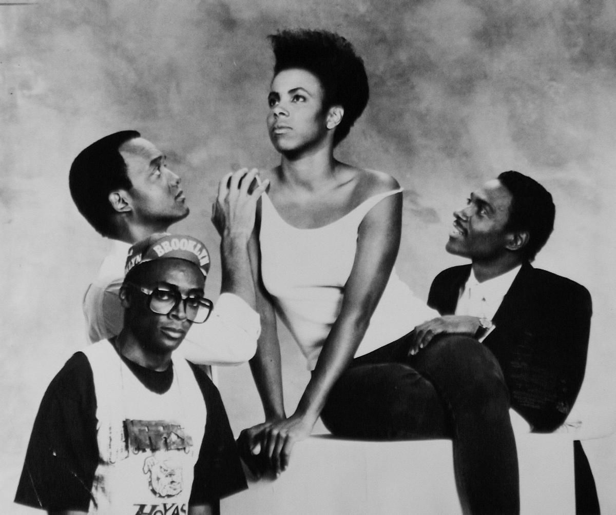 Tracy Camilla Johns, Redmond Hicks, John Canada Terrell e Spike Lee in una foto di scena del cortometraggio Lola Darling (Spike Lee, 1986), su cui si basa la serie She's Gotta Have It, diretta dallo stesso regista