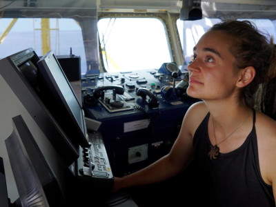 In foto, Carola Rackete aus Kiel, la capitana tedesca della nave Sea-Watch 3. Foto di Till M. Egen/Sea-Watch.org