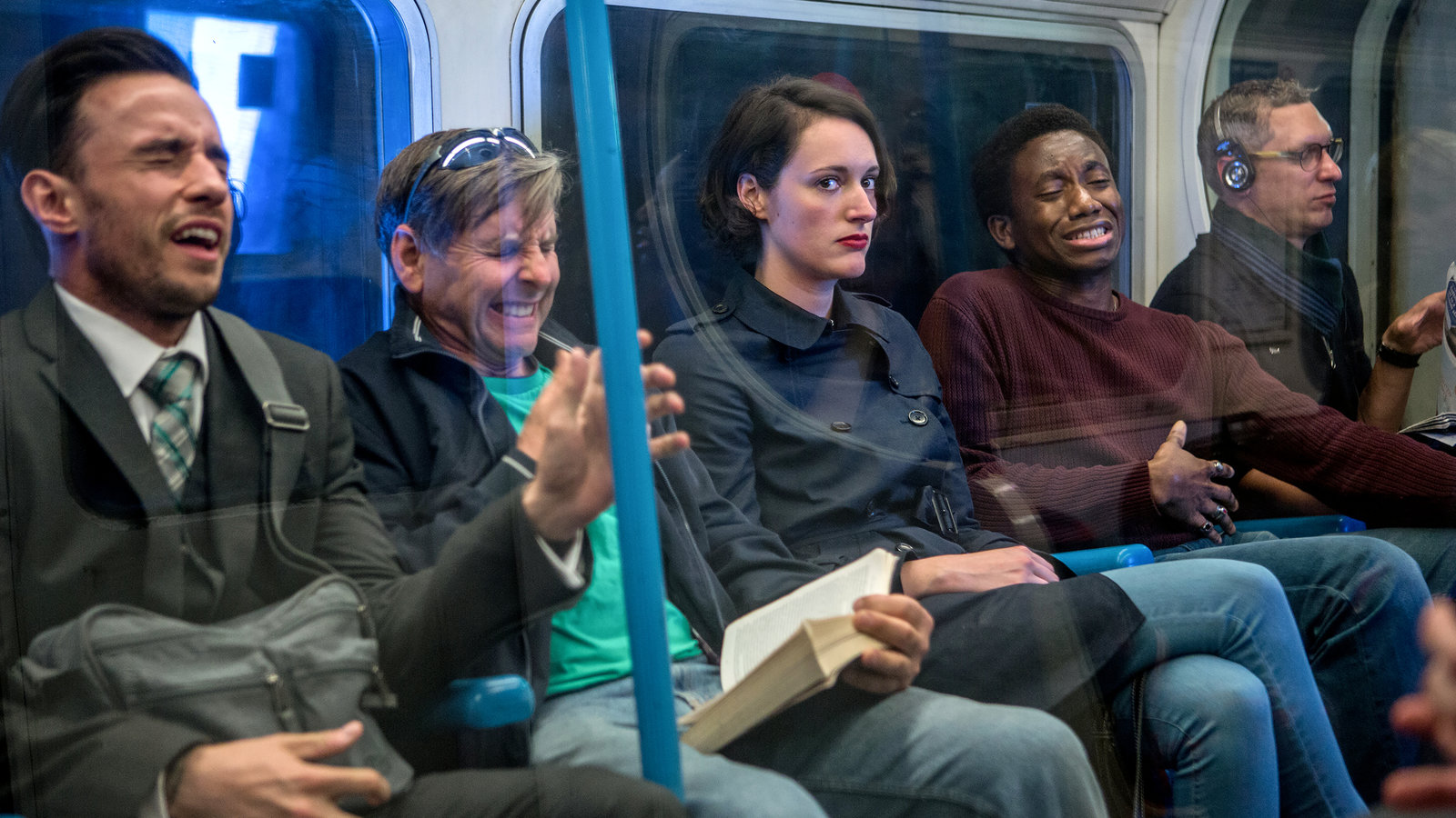 In foto, Phoebe Waller-Bridge in una scena della serie Fleabag