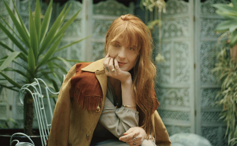 In foto, la cantautrice inglese Florence Welch, autrice del brano Hunger