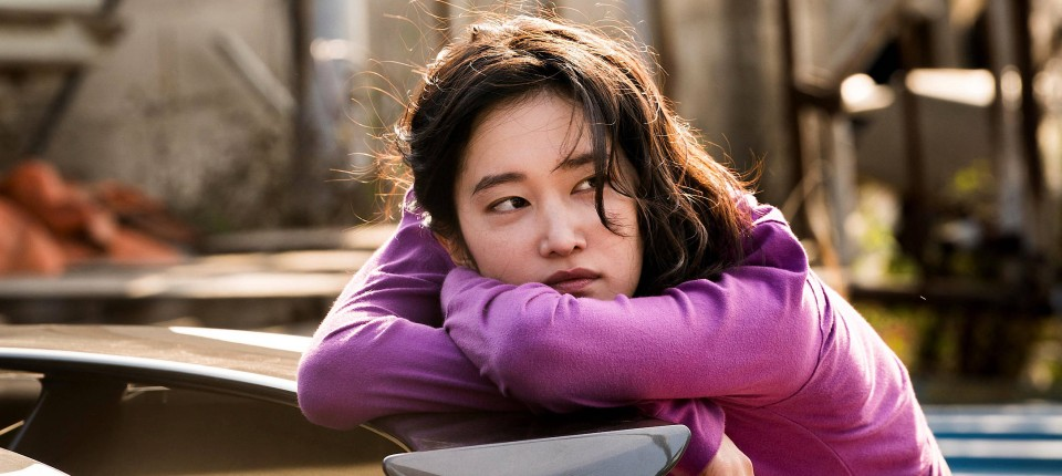 In foto, l'attrice Jeon Jong-seo interpreta Shin Hae-mi in una scena del film Burning