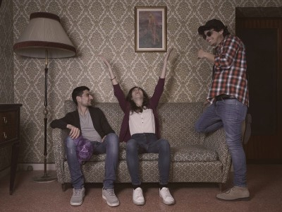 In foto, la band Lilac Will. Il loro primo album si intotola Tales from the Sofa